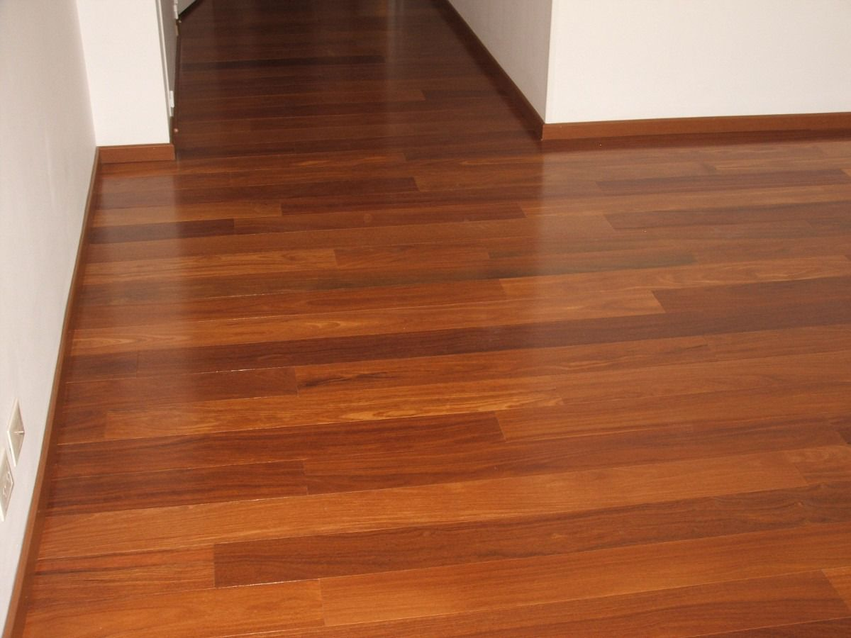 Muestra de piso ingenier a de cumar pre barnizado 99 for Pisos de bar madera